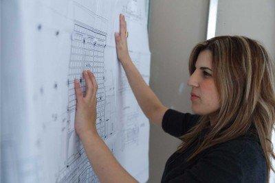 תכנון מבנה על ידי אדריכלית