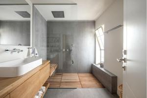 עיצוב חדר רחצה מינימליסטי וחמים